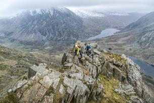 UK, North Wales, Snowdonia, Y Garn, Cwm Idwal, climbing mounの写真素材 [FYI04334524]
