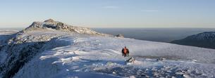 UK, North Wales, Snowdonia, Ogwen, Glyder Fawr, mountaineersの写真素材 [FYI04334532]