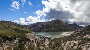 Spain, Mallorca, View of Serra de Tramuntana mountainの写真素材 [FYI04334566]