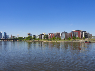 Germany, Hesse, Frankfurt, upmarket apartments at Osthafenの写真素材 [FYI04334607]