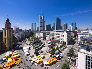 Germany, Hesse, Frankfurt, View to financial district with Cの写真素材 [FYI04334614]