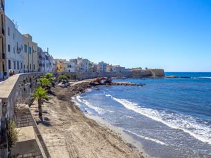 Italy, Sicily, Province of Trapani, Trapani, Old town, Beachの写真素材 [FYI04334644]