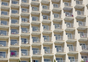 Spain, Baleares, Mallorca, rows of balconies of a hotelの写真素材 [FYI04334649]