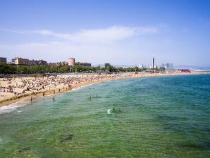 Spain, Barcelona, Beach at Port Olimpic, Platja de Barceloneの写真素材 [FYI04334662]