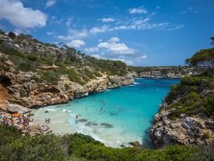 Spain, Baleares, Mallorca, View of bay Calo des Moroの写真素材 [FYI04334666]