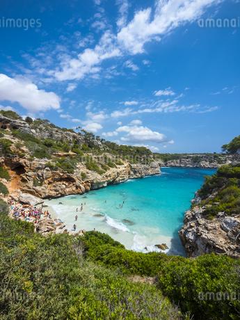 Spain, Baleares, Mallorca, View of bay Calo des Moroの写真素材 [FYI04334669]