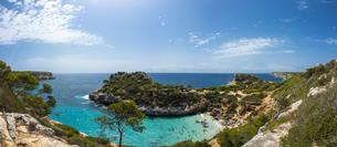 Spain, Baleares, Mallorca, View of bay Calo des Moroの写真素材 [FYI04334671]