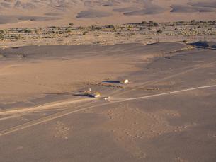 Africa, Namibia, Sossusvlei, Region Hardap, Approach road, cの写真素材 [FYI04334674]