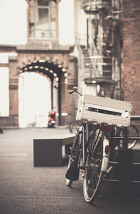 Germany, Hamburg, Old Warehouse District, Bicycle with woodeの写真素材 [FYI04334747]