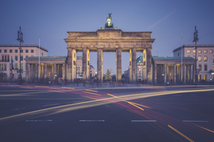 Germany, Berlin, Brandenburg Gate, Place of March 18 in theの写真素材 [FYI04334796]