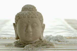 Buddha head, close-upの写真素材 [FYI04334961]