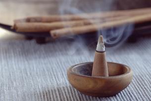 Cone of incense, close-upの写真素材 [FYI04334997]