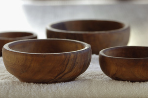 Wooden bowls. close-upの写真素材 [FYI04335000]