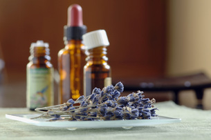Several bottles of scented oil, close-upの写真素材 [FYI04335003]