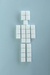 Sugar cubes arranged in shape of figurine, elevated viewの写真素材 [FYI04335018]
