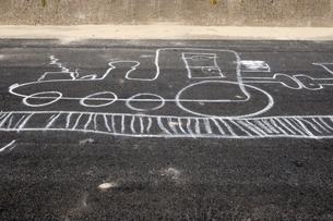 Germany, Northsea, Amrum, chalk drawing of locomotive on tarの写真素材 [FYI04335048]