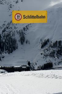 Switzerland, Arosa, Coasting slide signの写真素材 [FYI04335050]
