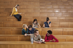 Germany, Leipzig, Group of university students studying  togの写真素材 [FYI04335145]