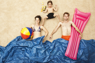 Germany, Artificial beach scene with family having fun in waの写真素材 [FYI04335176]