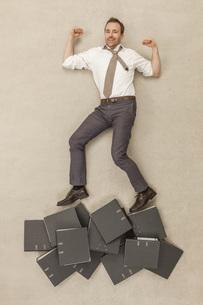 Businessman standing above filesの写真素材 [FYI04335227]