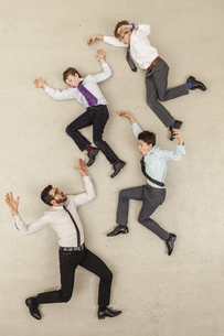 Businessman and boys flying in officeの写真素材 [FYI04335245]