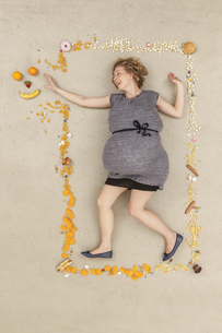Germany, Berlin, Woman surrounded with foodの写真素材 [FYI04335253]