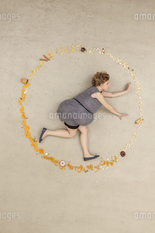 Germany, Berlin, Woman surrounded with foodの写真素材 [FYI04335254]