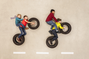 Bikers pulling a wheelieの写真素材 [FYI04335288]