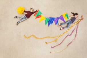 Children having birthday partyの写真素材 [FYI04335302]