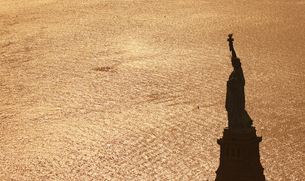 USA, New York City, view to Statue of Liberty from aboveの写真素材 [FYI04335356]
