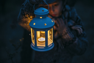 Italy, Grosseto, boy looking at a lighted Christmas lanternの写真素材 [FYI04335359]