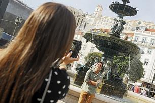 Portugal, Lisboa, Baixa, Rossio, Praca Dom Pedro IV, young cの写真素材 [FYI04335427]
