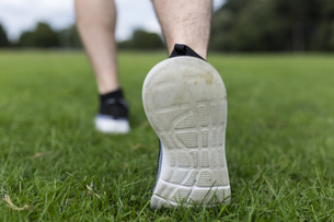 Shoes of athlete running on grassの写真素材 [FYI04335586]