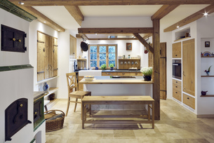 Rustic country style home with kitchen islandの写真素材 [FYI04335665]