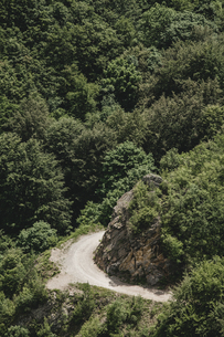 Bulgaria, empty road in the mountainsの写真素材 [FYI04335764]