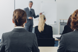 Mature man giving business presentationの写真素材 [FYI04335813]