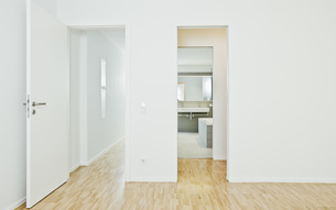 Corridor, room and bathroomの写真素材 [FYI04335879]