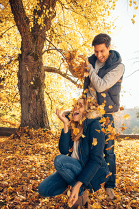 Happy couple having fun in autumn in a forestの写真素材 [FYI04335946]