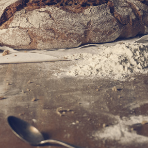 Preparation of bread loafの写真素材 [FYI04335967]