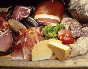 Ham, sausage, and cheeseの写真素材 [FYI04335971]