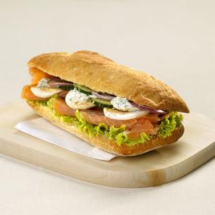 Sandwich with salmonの写真素材 [FYI04336013]
