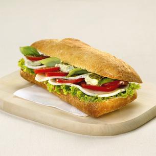 Sandwich with tomato and mozzarellaの写真素材 [FYI04336014]