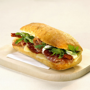 Sandwich with cheese and salamiの写真素材 [FYI04336016]