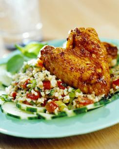 Chicken on bulgur saladの写真素材 [FYI04336028]