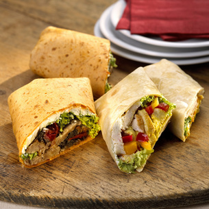 Wraps, filled with chickenの写真素材 [FYI04336029]