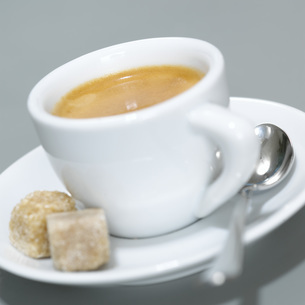 Cup of Espresso and brown sugar cubes. close-upの写真素材 [FYI04336032]