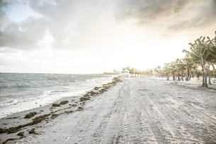 USA, Miami, view to beach of Key Biscayne on a stormy dayの写真素材 [FYI04336091]
