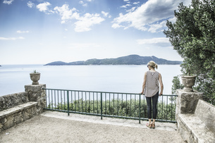 Croatia, Trsteno, back view of woman standing on a terrace lの写真素材 [FYI04336098]