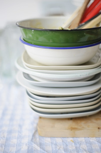 Stack of dirty dishes on table clothの写真素材 [FYI04336211]