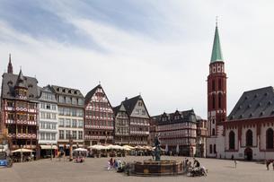 Germany, Hesse, Frankfurt, Roemerberg, View of Lady Justiceの写真素材 [FYI04336295]